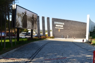 Imposanter Eingang zum Informationszentrum