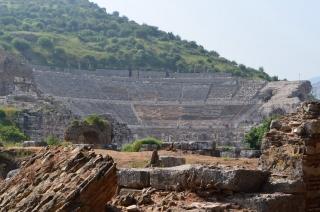 Das Theater von Ephesus weithin sichtbar
