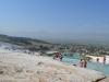 Blick hinunter auf das Dorf Pamukkale