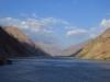 An manchen Stellen verbreitet sich der Grenzfluss fast zu einem See