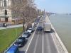 Autos haben an der Donau Vorfahrt.
